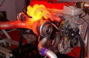 Каква е помпата за допълнителна охлаждаща течност на двигателя?